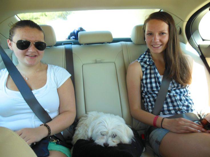 Met nichtje in de auto