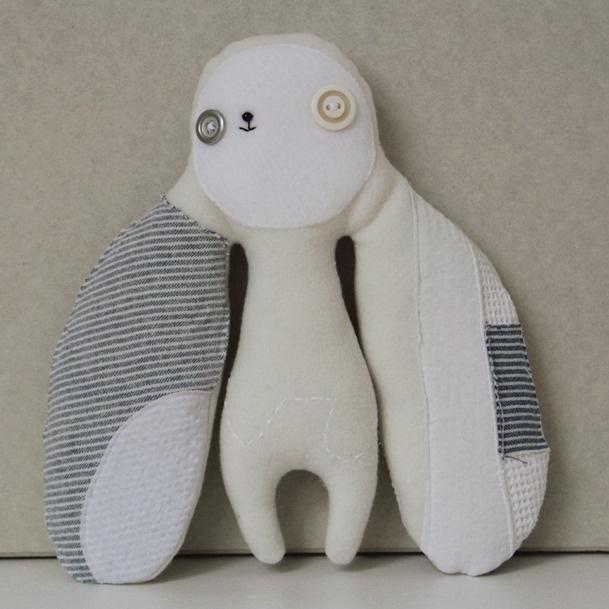 Een leuke knuffel om te maken: Stuffed Toys, Diy Met, Denim Products, Cuddling Toys, Diy Knuffel, Diy Toys, Diy Naaien, Beautiful Toys, Baby Diy