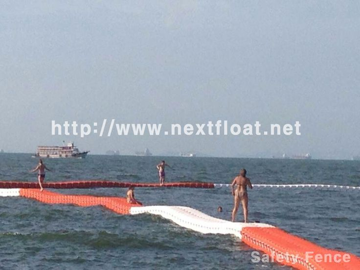 It is another photo shot of Floating fence in Pataya, Thailand. We will be able to see how NEXTFLOAT can be applied. 파타야에 설치된 수상펜스로 안전을 위해 적용된 실용적인 사례입니다.