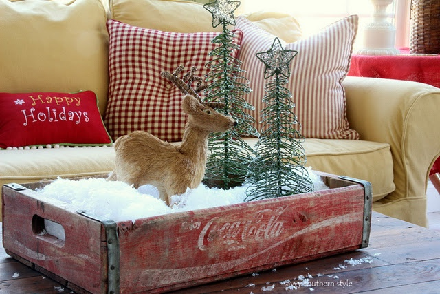 so many cute ways to decorate with an old Coke crate - now I just need to find one