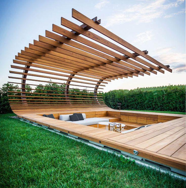 Uma parte do projeto da vinícola Le Monde, que fica no nordeste da Itália, é este retiro à beira da piscina, onde o visitante pode relaxar e observar a linda vista do jardim