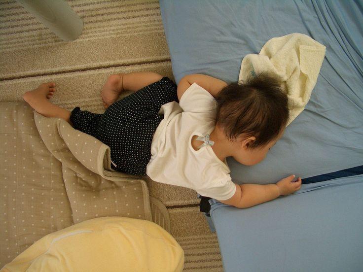 ソファに上がる前に睡魔が・・・。