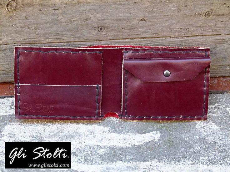 Portafoglio da Uomo artigianale in cuoio pregiato bordeaux lavorato e cucito a mano. Vai al link per tutte le info: http://glistolti.shopmania.biz/compra/portafogli-uomo-in-cuoio-pregiato-bordeaux-186 Gli Stolti Original Design. Handmade in Italy. #glistolti #moda #artigianato #madeinitaly #design #stile #roma #rome #shopping #fashion #handmade #style #cuoio #leather