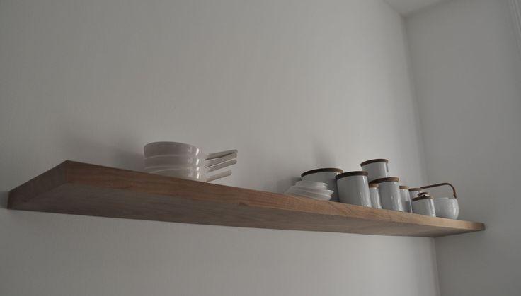 mooie houten plank voor in de keuken www.AtelierBlik.nl