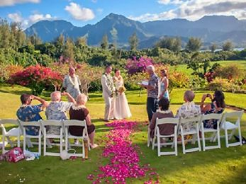 Kauai Wedding Venues, Hanalei Bay Resort offers the breathtaking beauty of an outdoor ceremony overlooking the Hanalei Bay & Bali Hai Mountains.