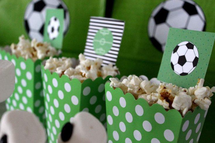 Les 28 meilleures images du tableau anniversaire foot sur pinterest anniversaires - Decoration anniversaire football ...