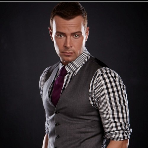 Joey Lawrence. I love him as Joe Longo on his show : Melissa & Joey