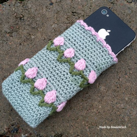 Virkat-iPhone-fodral-by-BautaWitch, cell phone cover with tulips