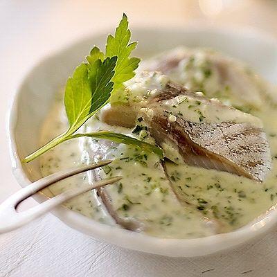 """Persilje- och vitlökssill. Recipe in Swedish. Parsley and garlic herring. Use """"5-minuters sill"""""""