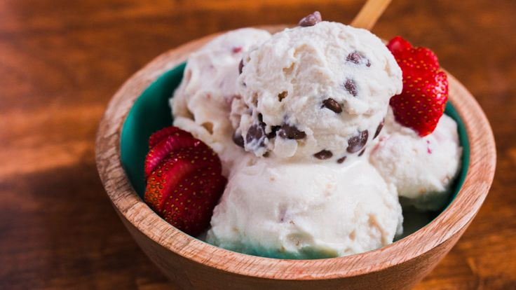You are just a few ziploc bags away from real, homemade ice cream. Shake up this 10 minute ice cream in a bag! Bowls are optional.