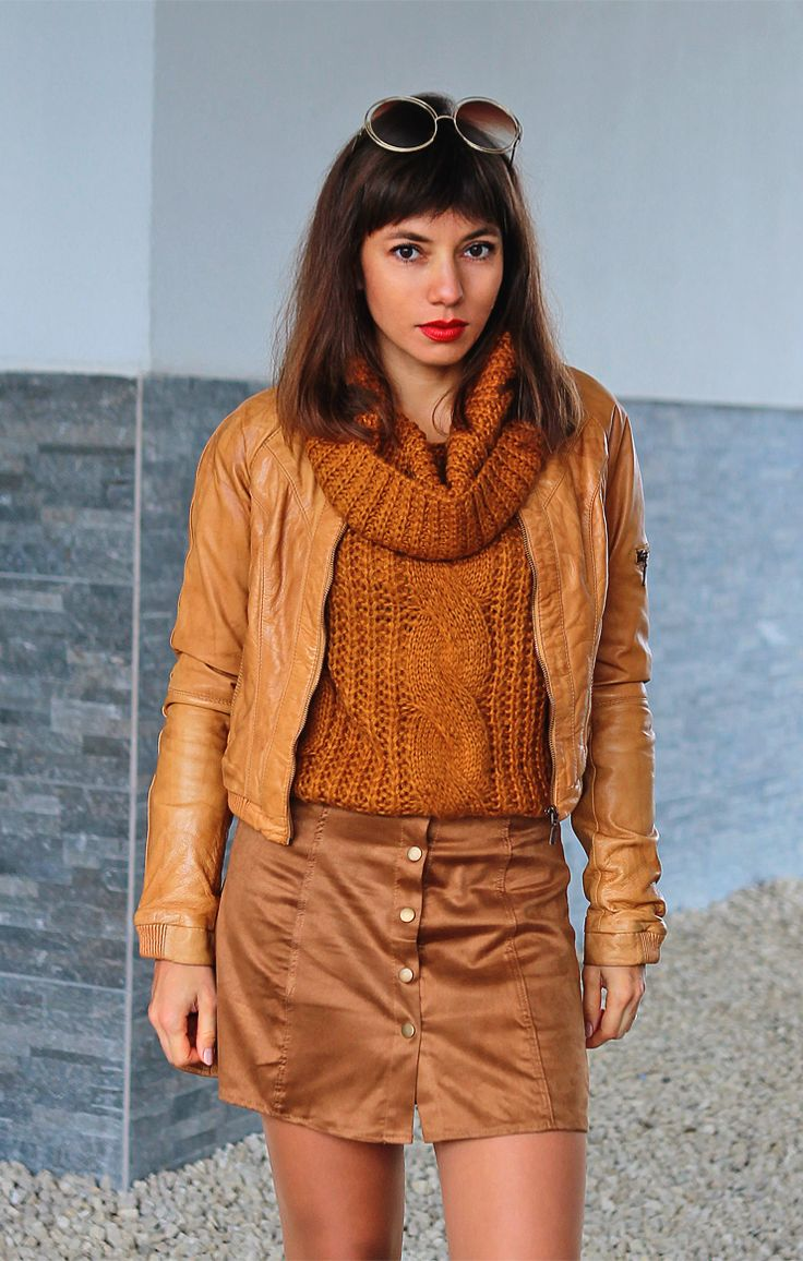 70s fashion inspired ootd: button front skirt, caramel bomber jacket and big, round sunglasses: http://jointyicroissanty.blogspot.com/2017/10/caramel-total-look.html