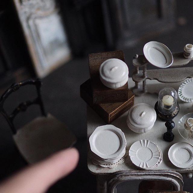 ❤︎ ・ original handmade miniature  size 1/12 . 今日、明日は子供たちの帰宅が夕方に。 息子、サッカーはじめました⚽️💨 ・ 久しぶりに夕方までの、ひとり時間。 子供も楽しい、 私も嬉しい、それが何より。 今日、明日は引きこもって作業したいと 思います💪 まずは☕️一杯。 ・ ・ ・ ・ ・ ・ ・ ・ ・ ・ ・ #ミニチュア #ガラス瓶#miniature  #アンティーク風#陶器 #フレンチ#bottle#French #Antique#フレンチ皿#アンティーク瓶 #cute#お皿#香水瓶#Frenchdecor #食器 #Interior#フレンチインテリア#プレート #オクトゴナル皿 #Frenchdecor#帽子#オクトゴナル #モントロー#miniatures#dollhouse #ディスプレイ#ガラスドーム