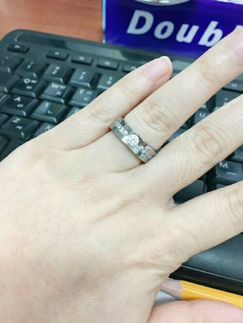 [TW-983 CO] 사용후기 입니다~ 색감이 예쁘고 고급스럽다고 해주셨네용  디자인뿐만 아니라 착용감도 편하고 가벼워서 좋다고 해주셨답니당 #타티아스 #티티늄 #반지 #커플링 #웨딩링 #결혼반지 #커플 #연인#tatias