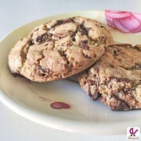 La ricetta per dei perfetti cookies, i tipici biscotti americani croccanti con pezzetti di cioccolato, davvero buoni e vicinissimi ai biscotti originali.