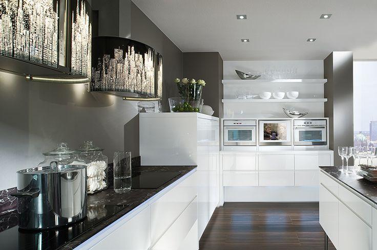 miro une cuisine tr s moderne et blouissante avec son blanc laqu super brillant meubles. Black Bedroom Furniture Sets. Home Design Ideas