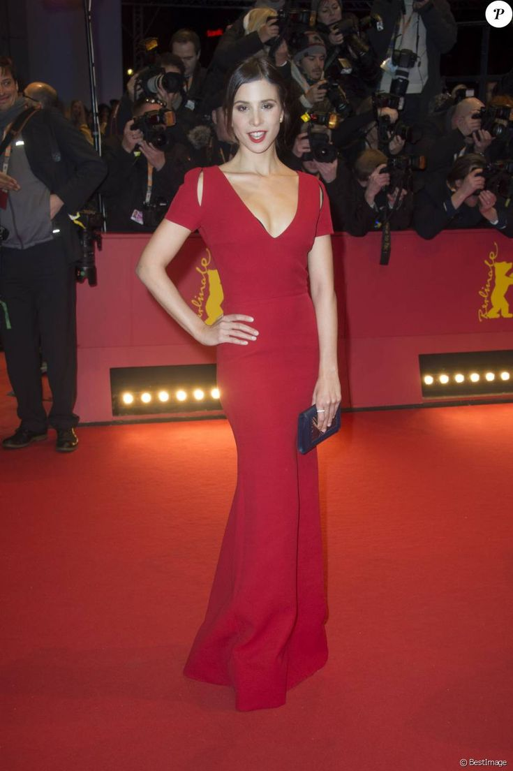 "Aylin Tezel - Tapis rouge du film ""Ave, César !"" lors de l'ouverture du 66e Festival International du Film de Berlin, la Berlinale, le 11 février 2016"