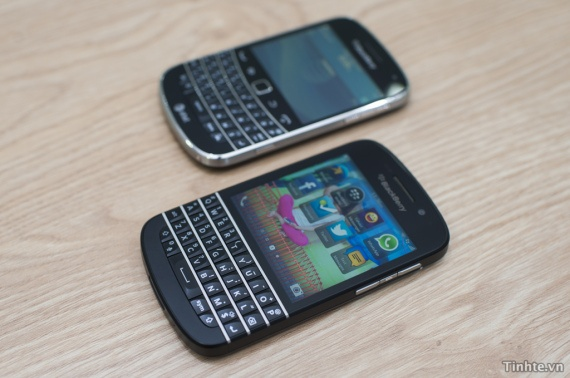 Blackberry Q10 vs Blackberry 9900