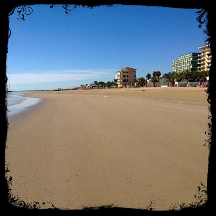 You find us on the sea front...definitely!!!!  http://www.ristoraltahotel.com/grottammare/offerte.aspx?id=34