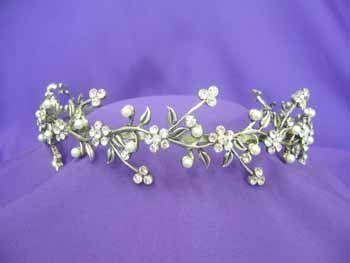 FOR AUNTIE   Antique Flower Tiara TiaraTown,http://www.amazon.com/dp/B00EQFLC1G/ref=cm_sw_r_pi_dp_Z-Totb1F36K9QVPC