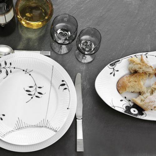 "Royal Copenhagen White Fluted Serving plate 31 cm for ""double delicious"""