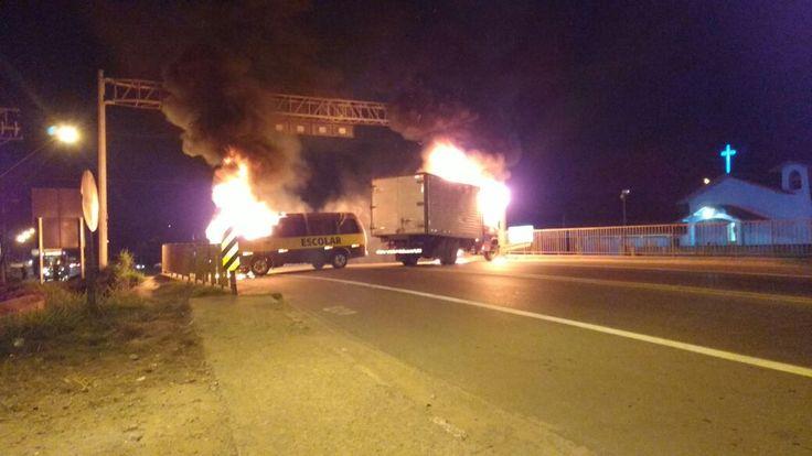 #Polícia: Bandidos colocam fogo em veículos durante fuga na Grande SP