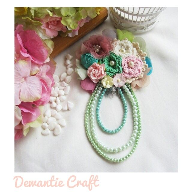 Chrochet flower brooch