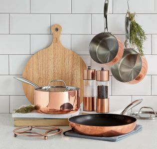 We are LOVING copper colours in the home right now! Add some copper accessories into your kitchen to really make a style statement.
