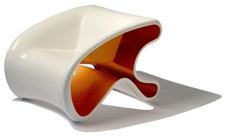 Multifunkční křeslo Kotrmelec potěší nejen  vaše děti. Z jednoho kusu nábytku ve chvíli vytvoříte houpací křeslo, židli nebo barovku!  design: Ateliér SAD (Jerry Koza)  foto: Ondřej Přibyl