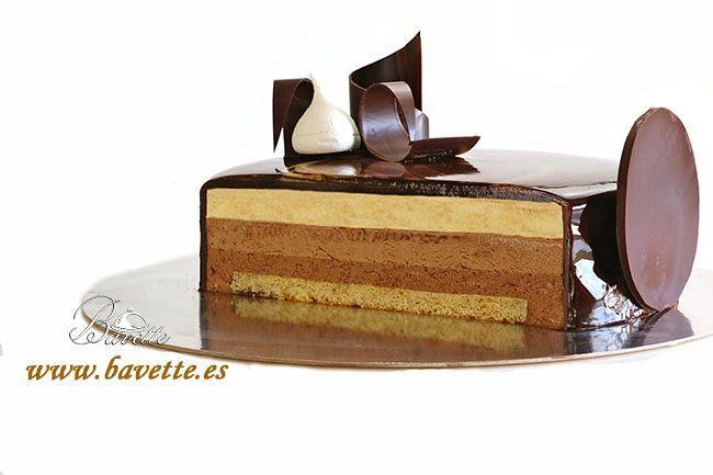 Tarta tres chocolates con glaseado marmolado