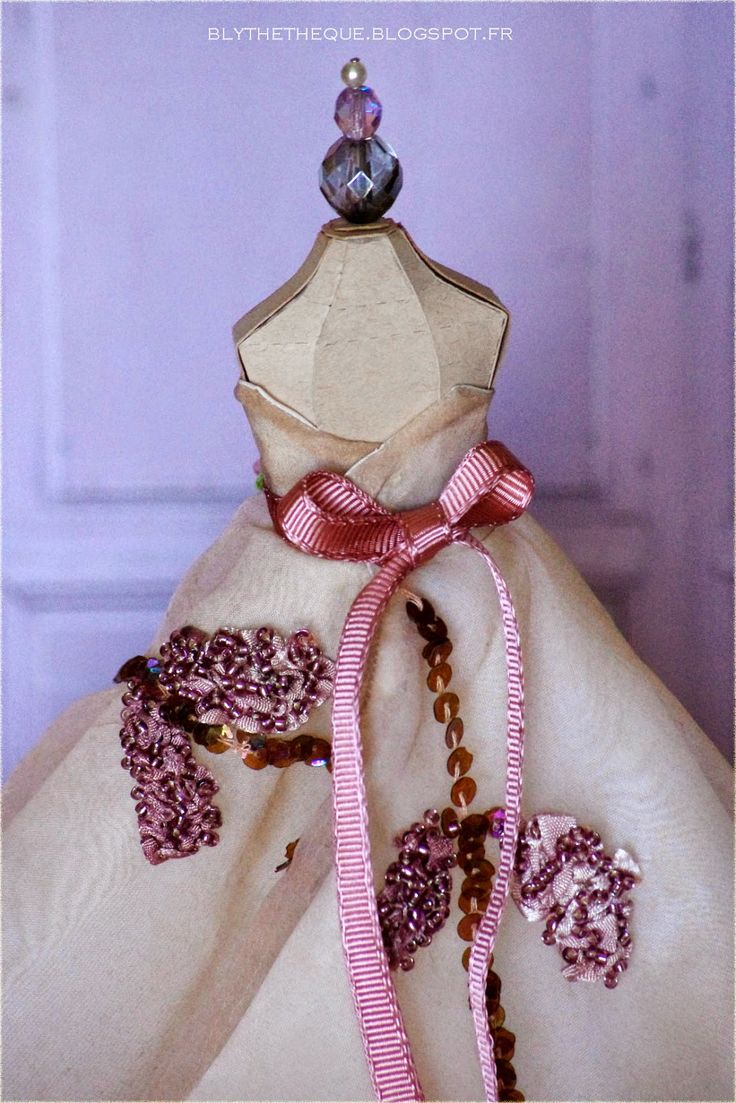 Made with love - vintage dress and crown