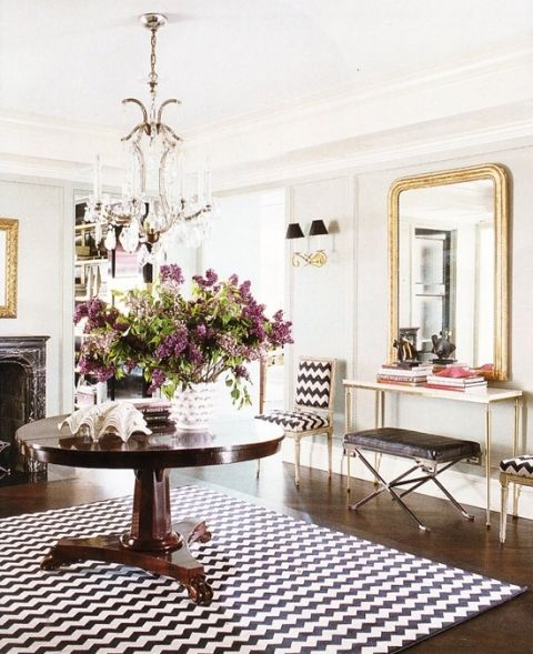 maybe i've already pinned this? too good!: Elle Decor, Gold Mirror, Consoles Tables, Black And White, Interiors Design, Black White, White Gold, Round Tables, Chevron Rugs