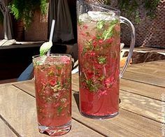Raspberry Mojito Pitcher Ingredients: - 6 oz Cruzan light rum - 4 oz Rock Candy Syrup (or simple syrup) - 6 lime halves - handful of raspberries - 30 - 40 sprigs of fresh mint leaves - club soda