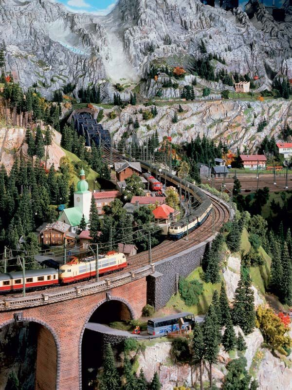 Miniatur wunderland--Valley - model building - model railway Hamburg