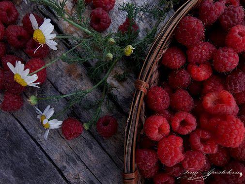 Raspberries & Chamomille / Himbeeren und Kamille - Image by Tina Apostolova   Google+