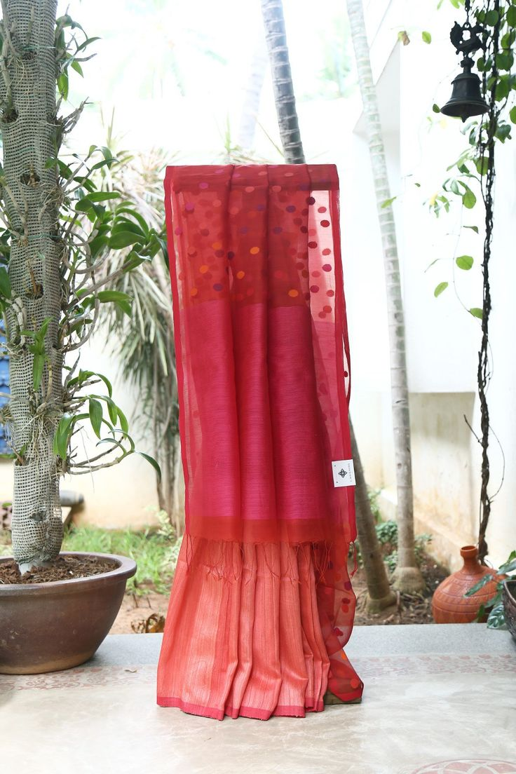 VIBRANT PINK IRIDESCENT RED AND PASTEL RED HALF AND HALF MATKA SILK HAS LONG KORA PALLU WITH INTRICATE JAMDANI WEAVE MAKES THE SAREE ALLURING.