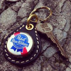 Pabst Blue Ribbon(パブストブルーリボン) - アメリカ・ミルウォーキーのビールブランド。デニス・ホッパーが、映画ブルー・ベルベットの中で叫んだセリフ「Heineken? Fuck that shit! Pabst Blue Ribbon!」で有名になった。