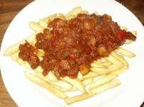 Heerlijke kruidige goulash waarvan je 3 recepten kan maken. - goulash ( bij rijst, aardappelen of over de friet ) - goulashsoep - bladerdeeghapje gevuld met...