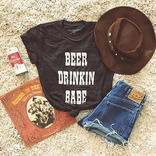 WEBSTA @ shoptrendyandtipsy - It's time to get your drink on in our Beer Drinking Babe Tee! 🍻✨🙌🏻 We are set up outside Brixton again for Union St festival until 6!!! Come grab a drink and shop!! #trendyandtipsy #beerdrinkingbabe #sundayfunday #unionstreetfestival #sf