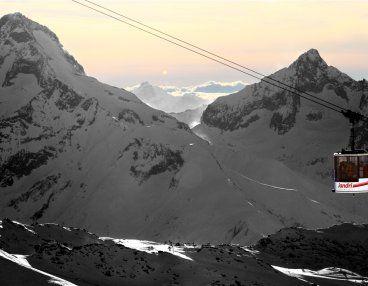 Côtoyer les sommets via le Jandri Express ...