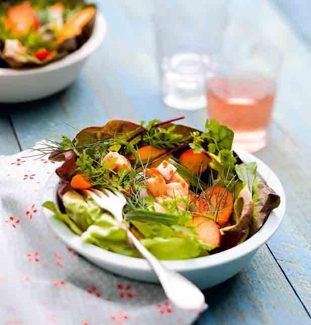 Salade d'herbes aux nectarines et à la dorade grise - Marie Claire