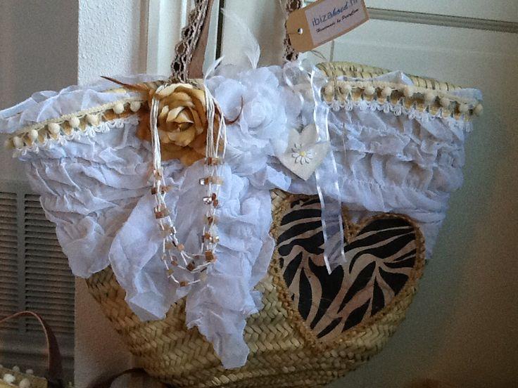 Prachtige handgemaakte IBIZA-tassen. Er is maar van elke tas een, dit maakt dat je een uniek stuk hebt. Ook ibiza hoeden op de site van stylebird.nl. Tas is 59,95 en hoed is 29,95