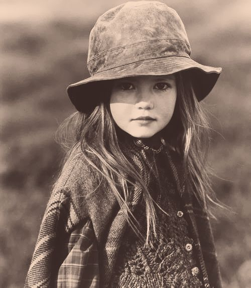 .Cute Girls, Little Girls Vintage Photos, Mooie Details, Vintage Inspiration Kids, Country Girls, Beautiful Children, Cowboy Hats,  Ten-Gallon Hats, Kids Cute