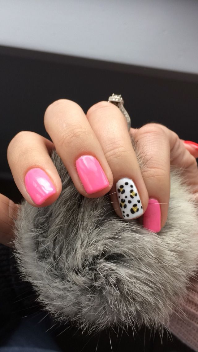 """Make you blink pink"" gelish colour with gold leopard feature nail"