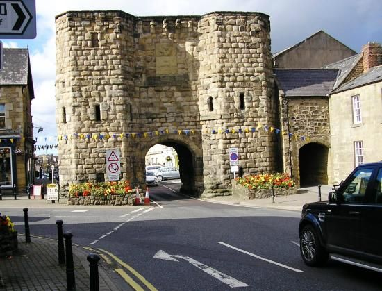 The Alnwick Garden: The Town Gate at Alnwick Town near The Gardens entrance. This was so cool as only one car can fit through at a time!