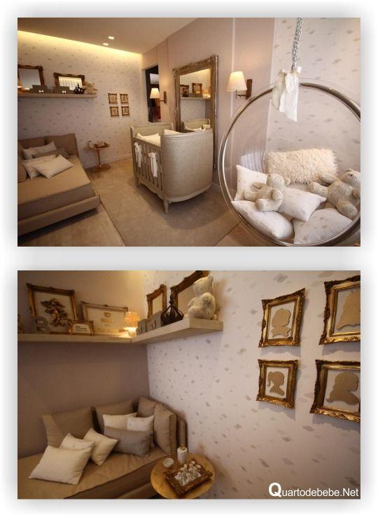 quarto de bebê luxuoso, requintado e delicado com balanço de vidro e quadros com moldura antiga.