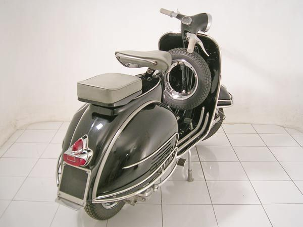 Model: Vespa VBB Year: 1964 Color: Pure Black Price: US$ 1650 Shipping: US$  450 (Worldwide Port) #vespa, #classic Vespa, #vintage Vespa, #classic  Lambretta, ...