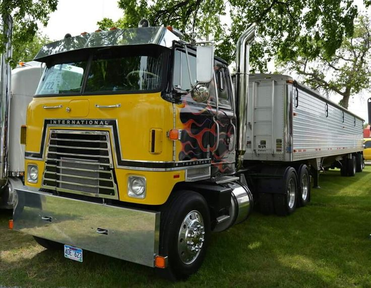 Antique International Harvester Semi Tractor : Best images about ih on pinterest tow truck garage