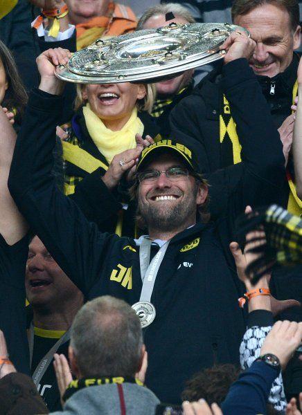 Kloppo und die Schale! Geile Saison Jungs. BVB!