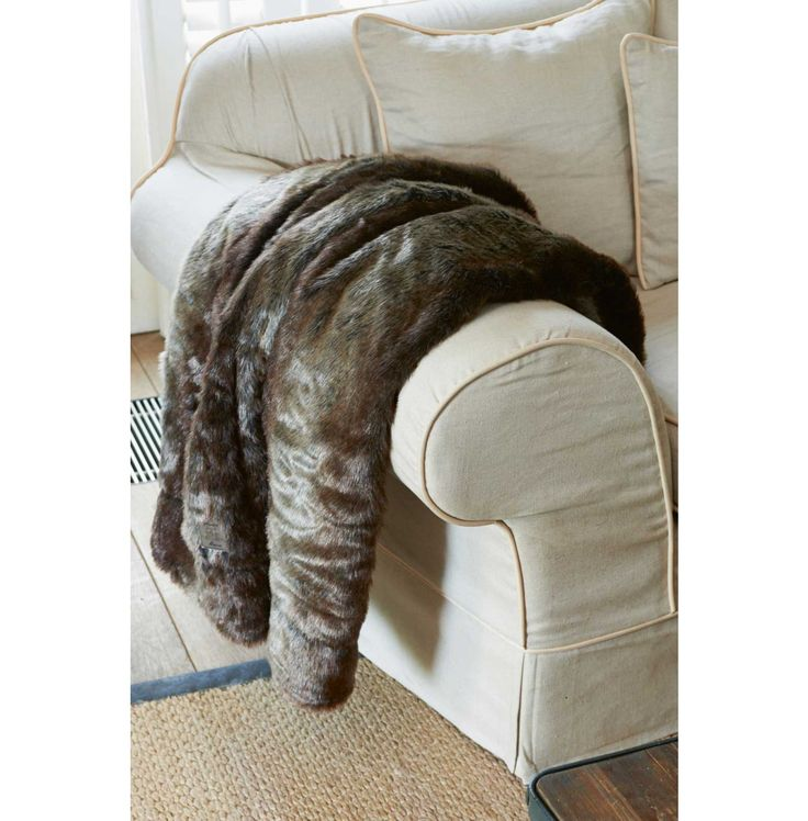 Silk Sable Faux Fur Throw 180x130 Rivièra Maison #rivieramaison www.bellisimo.nu bellisimo wonen&genieten