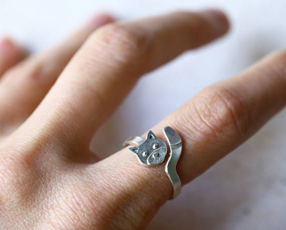 A totally handmade sterling silver cat ring. This adjustable ring has a fun style inspired by nature. This piece can be a perfect cat lover gift.